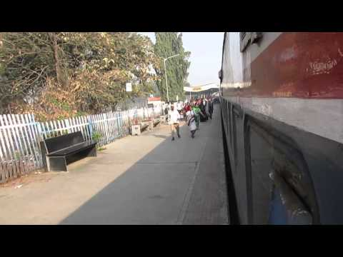 11030 Kolhapur(CSMT)-Mumbai(CST) Koyna Express Entering Sangli,Maharashtra!