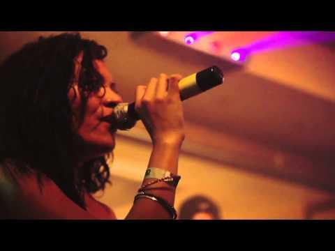 Iakopo & Kalisi - When I See You Smile (Live at Lulus Lahaina)