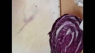 Салат из красной капусты с имбирем и яблоком.
