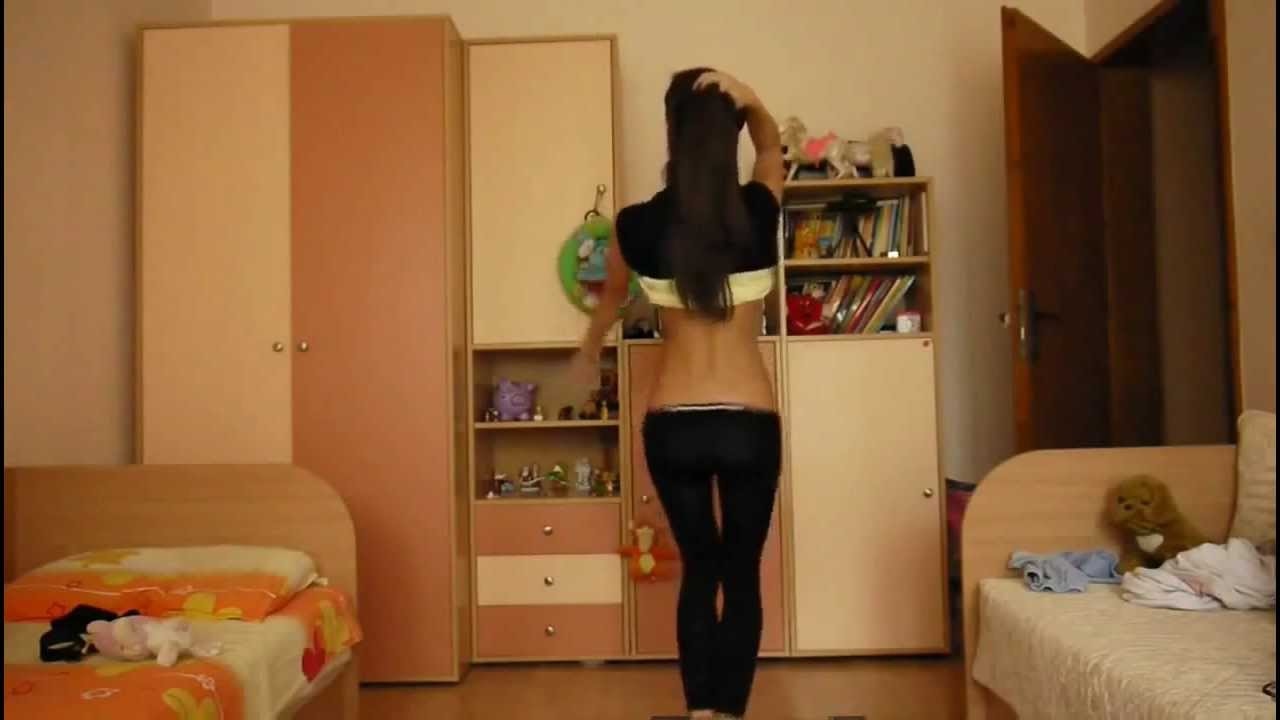 (ВИДЕО) - Красиво момиче танцува много хубаво! - Не е за изпускане!