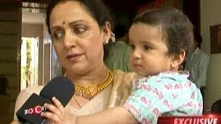 Hema malini talks to zoom at esha deol's mehendi ceremony
