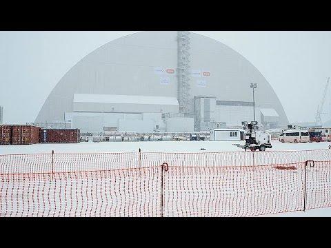Cernobîl: Reactorul explodat, acoperit de un scut urias
