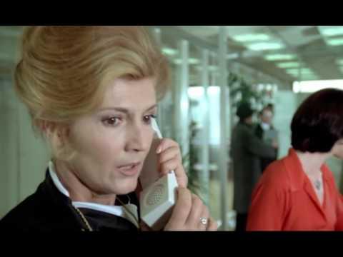 Un éléphant ça trompe énormément (1976) - Pourquoi vous parlez anglais ?