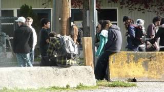 Школьники на перемене после уроков (школа для трудных)