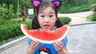 بولام اللعب مع اللون البطيخ
