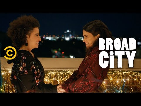 Ilana Gives Abbi A Send-Off Fit For A Kween - Broad City