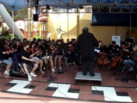 Fiddle Tunes Cerro Villa Middle School Playing at Knott's Berry Farm