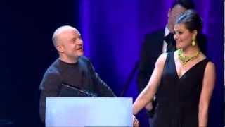 Kronprinsessan Victoria delar ut pris till Jonas Gardell (QX Gaygalan 2013)