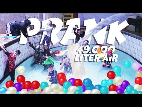 PRANK SEMPROT 49.000 LITER AIR KE DALAM RUMAH #BirthdayPrankMuntaz