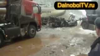 Страшное ДТП трех грузовиков на зимней дороге