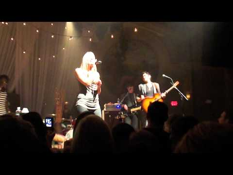 Colbie Caillat - The Little Things (Crystal Ball Room Live)