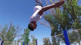 Акватория Лета Ейск: обучение прыжкам на батуте на море