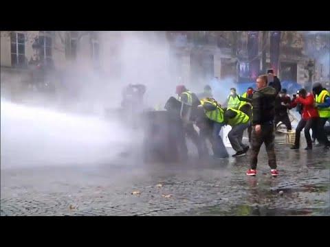 """O murro dos """"coletes amarelos"""" na economia francesa"""