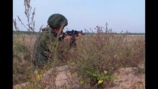 Армейское обучение стрельбе из автомата на полигоне