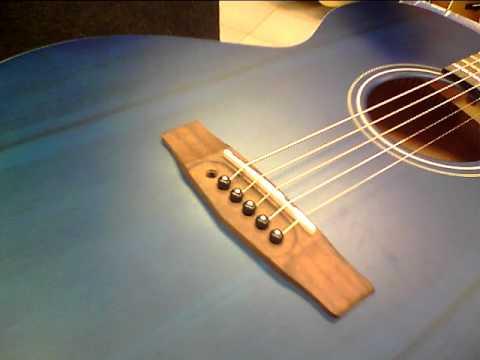 Guitar shop barcelona colocar cuerdas guitarra acustica for Guitarras barcelona