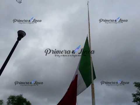 Bandera Nacional a media hasta en señal de Luto en Oaxaca, aunque sufre desgarradura