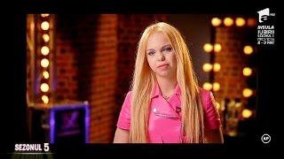 Sezonul 5 Barbie de Romania lesina pe scena X Factor, dupa ce canta piesa &quotBarbie Girl ...