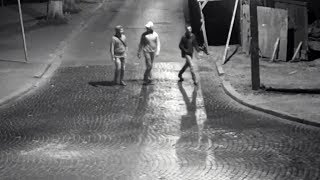 У Коломиї камери зафіксували невідомих, які вночі пошкодили вуличний ліхтар