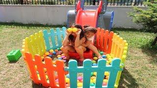 Çitlerle Kendimize Oyun Alanı Yaptık! Elif Öykü and Masal Pretend Playground Fun Kids Video