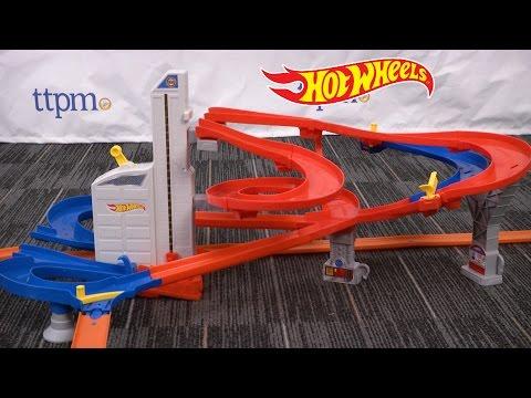 Hot Wheels Auto Lift Expressway from Mattel