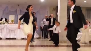 Армянская свадьба сестра невестки зажигает лезгинку(, 2016-10-26T01:37:28.000Z)