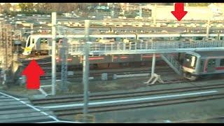 搬入されたばかりの新型車両もズラリと並ぶ東急長津田検車区前を通過する横浜線下りE233系の車窓