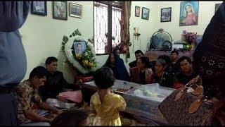 Download Video Suasana di Rumah Duka Jhony Fernando Silalahi, Pria yang Tewas Dikeroyok di Unimed MP3 3GP MP4