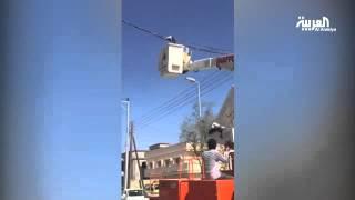 بالفيديو.. شركة الكهرباء السعودية تنقذ قطة علقت بأسلاك الضغط العالي