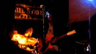 "Twin Shadow ""Yellow Balloon"" Live at Daniel Street"