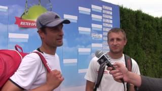 Petr Michev a Pavel Nejedlý po prohře v prvním kole deblu na turnaji Futures v Pardubicích