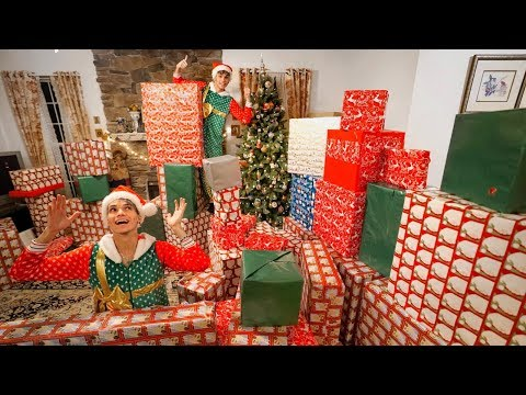 SURPRISING FAMILY WITH THE BEST CHRISTMAS PRESENTS EVER!