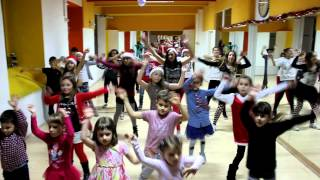 Santa Claus is coming to town  / Kids dance video