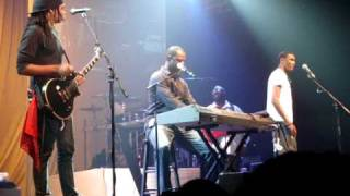 Brian McKnight sings with his two sons