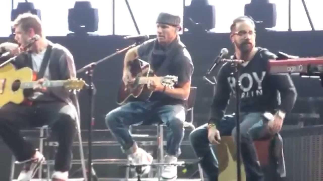 Backstreet Boys - Bigger @ Soundcheck Antwerpen 22-3-2014 - YouTube