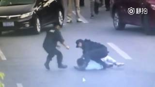 Chinese police subdue a criminal wielding a knife effectively