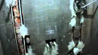 Как не надо делать ремонт в ванной(Неправильно сделанная сантехническая разводка труб в ванной комнате тупыми сантехниками., 2011-12-04T13:04:09.000Z)