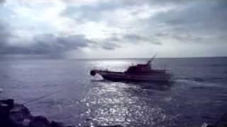 高知県沖ノ島のカッコイイ渡船です。