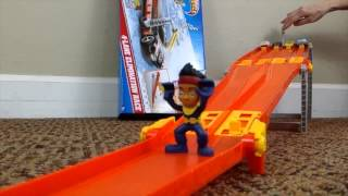 Hot Wheels crash in Slow Motion Race Cars Crash in Slow Mo