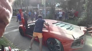 Un voiturier fout le feu à une Lamborghini Aventador en chauffant trop le moteur Miami