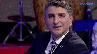 Shpend Ahmeti I Këndon Dhe I Dhuron Puthje Albin Kurtit