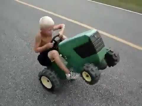 เด็กเทพ โชว์ยกล้อ รถไถ