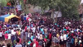 Download Mp3 Cinta Di Antara Kita _ Gerry M Ft Wiwik S New Palapa Garang Komunity  Ngelo Kara