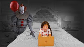 """IT"" CREEPY CLOWN PRANK!! (GONE WRONG)"