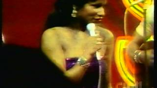 "Rufus featuring Chaka Khan - ""Tell Me Something Good"" (Live)"