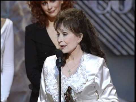Loretta Lynn Receives Pioneer Award - ACM...