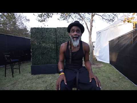 STAGE DIVE MAG || HALLOWEEN INTERVIEW WITH NORWOOD FISHER OF FISHBONE || AFTERSHOCK 2019