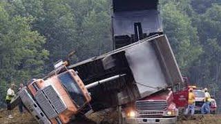 Repeat youtube video Incriveis acidentes de equipamentos pesados, escavadeiras, tratores e caminhoes 2016