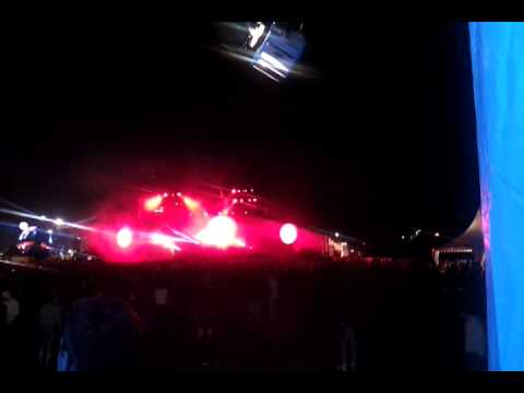 Swedish House Mafia @ SMS X5 2011   Red Hot Chilli Peppers Otherside vs unknown track Mp3