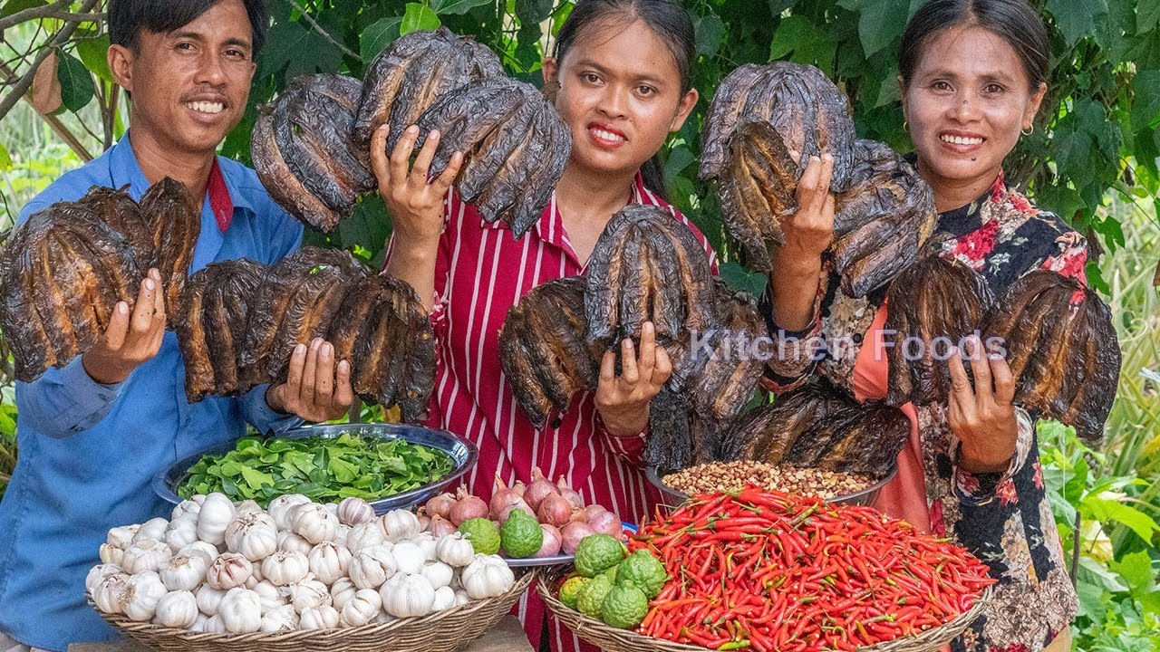 King Spicy Food Recipe: Cooking Bok Korntuy Hes Chilli 10 Kg and Garlic 10 Kg with Smoked Fish