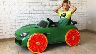 Фруктовые колеса на большой машинке Мерседес AMG GTR.